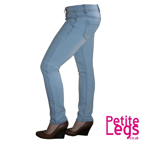 A pair of pants in size 30/32, therefore, has a waistband of 30 inches and stride length of 32 inches. If you want to convert the size to the metric system, you must use factor , because an .